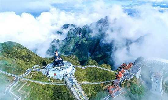 Chiêm ngưỡng tượng Phật cao nhất Việt Nam trên đỉnh núi Fansipan