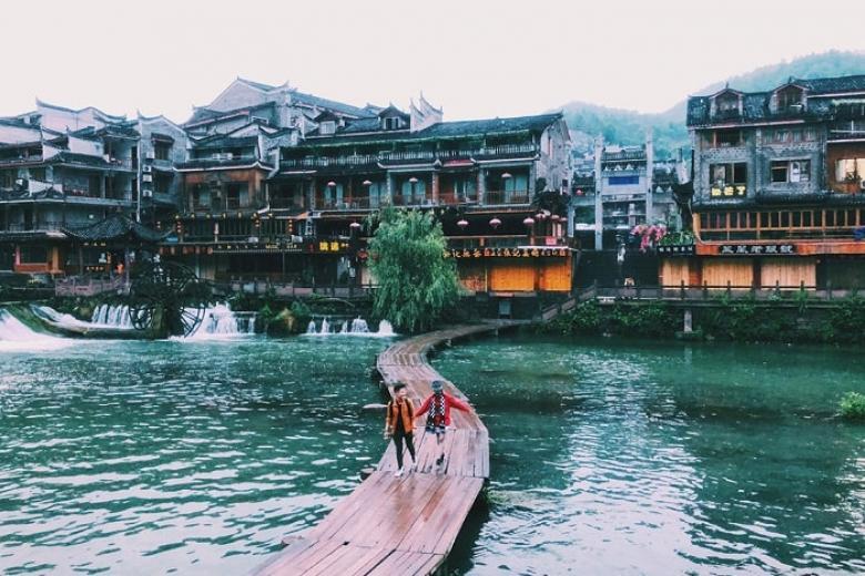 Nam Ninh – Trương Gia Giới – Phù Dung trấn – Phượng Hoàng cổ trấn – Thiên Môn sơn – Cầu kính Thiên Vân Độ