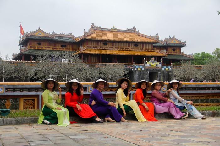 Phụ nữ mặc áo dài được miễn phí vé vào Di tích Huế