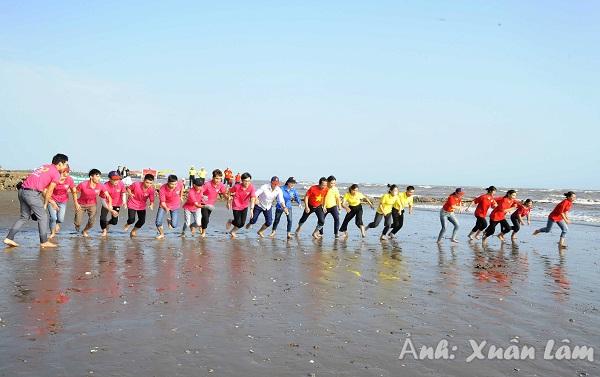 Lễ phát động chung tay bảo vệ môi trường và giải chạy Barefoot chân trần trên bãi biển