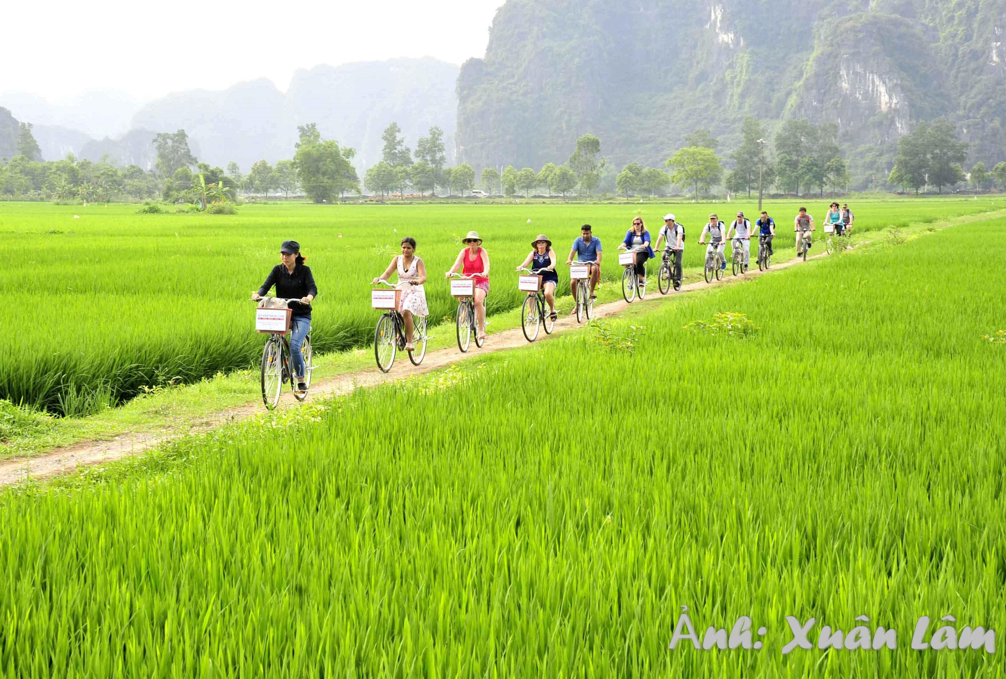 Dạo bộ, đạp xe ngắm cảnh, hòa mình vào thiên nhiên Tam Cốc – Bích Động